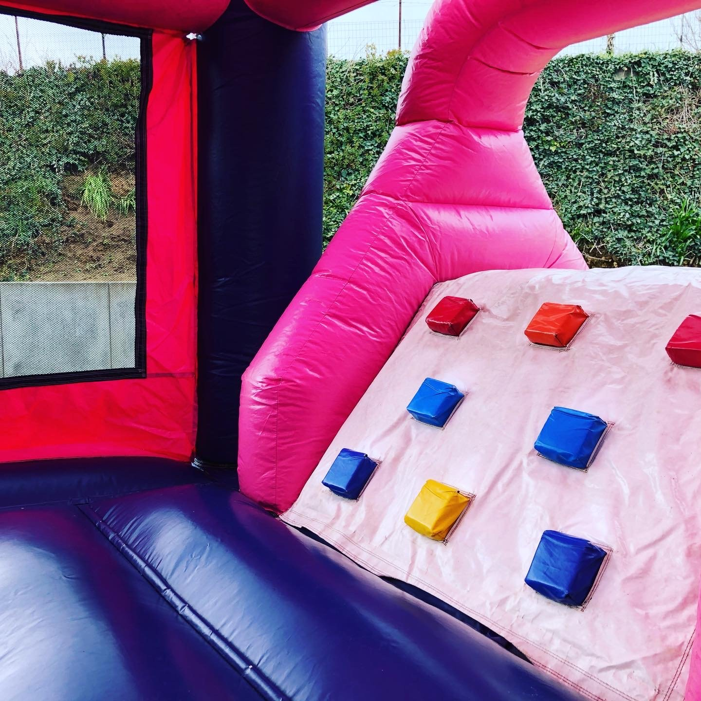 roze-kasteel-springkasteel-2148
